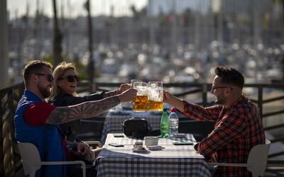 V Nemecku na jeseň neočkovaných zrejme nepustia do reštaurácií ani s testom. Ak sa situácia zhorší, budú mať smolu