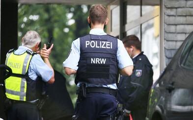 V Německu našli v bytě 5 mrtvých dětí, podezřelá matka následně skočila pod vlak