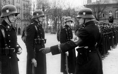V Německu svázali 96letého nacistu a okradli ho o cennosti i peníze. Oběti masakru si podle něj za smrt mohly samy