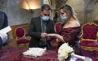 V New Yorku sa cez pandémiu môžeš zosobášiť cez internet. Online svadby povolil guvernér štátu