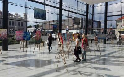 V Nitre láka nadšencov originálna výstava obrazov spojená s digitálnym prevedením na veľkoplošných plátnach