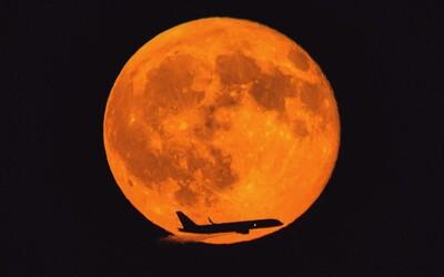 V novembri nás čaká úchvatný spln Mesiaca. Zafarbí sa do oranžova