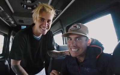 V novom videoklipe Justina Biebera môžeš nazrieť do jeho života na turné i mimo neho