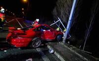 V Ostravě nabouralo luxusní Porsche GT2, hasiči museli vyprostit spolujezdce