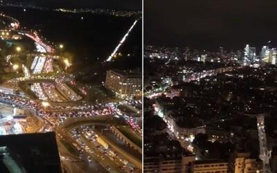 V Paříži vznikla kvůli lockdownu 706kilometrová kolona. Lidé utíkali z města, vytvořili tak obrovskou zácpu