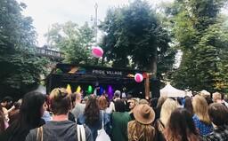 V pondělí oficiálně začal Prague Pride 2021. Lidé tančili, zpívali a neodradil je ani neutuchající déšť (Reportáž)