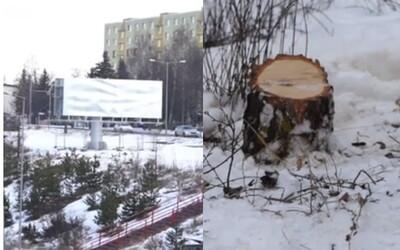 V Poprade vyrúbali stromy a namiesto nich postavili obrovský bilboard. Pod Tatrami sa už ľudia búria