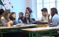 V Prahe funguje alternatívna trieda. Žiaci si môžu sami určiť, kedy budú mať prestávku a učia sa byť silnými osobnosťami