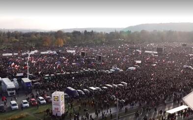V Praze na Letné se sešlo 257 tisíc lidí. Andrej Babiš od demonstrantů dostal ultimátum (Aktualizováno)