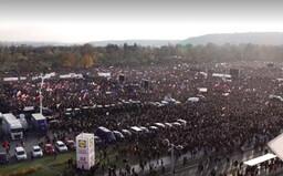 V Praze na Letné se sešlo 300 tisíc lidí, tvrdí organizátoři. Andrej Babiš od nich dostal ultimátum (Aktualizováno)