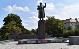 """V Praze někdo opět polil rudou barvou sochu sovětského maršála. """"Zůstane pomalovaná,"""" vzkazuje městská část"""