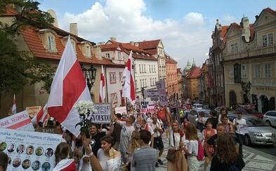V Praze proběhl pochod na podporu demonstrantů v Bělorusku. Přišly stovky lidí