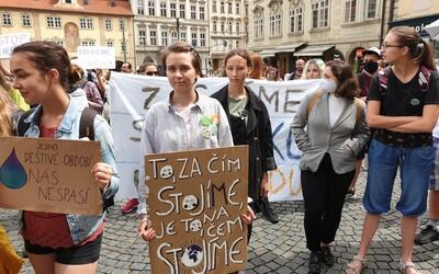V Praze probíhá demonstrace. Lidé chtějí zdravou krajinu a aby vláda bojovala proti suchu