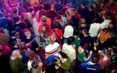 V Praze se na střeše pořádala ilegální party s cizinci ze všech kontinentů kromě Antarktidy a Austrálie