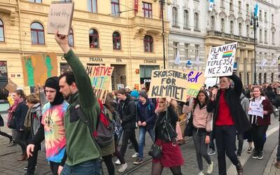 V Praze stávkují tisíce středoškoláků. Upozorňují na klimatické problémy