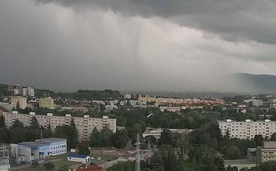 V Prešovskom kraji zúria silné búrky aj s krúpami, zasahovať museli aj hasiči