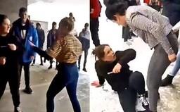 V prípade dievčenskej bitky z Košíc už policajti obvinili dve osoby