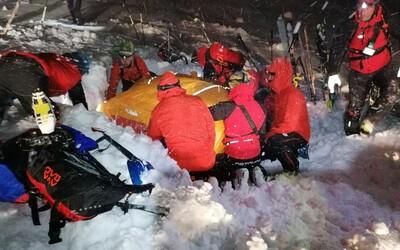 V rakúskych Alpách zachránili muža, ktorého zasiahla lavína. Pod snehom bol 5 hodín