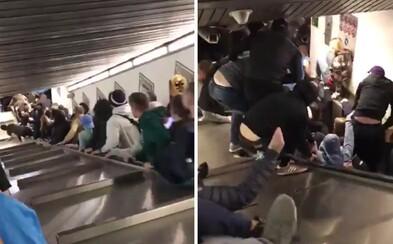 V Římě se splašil eskalátor. Zranilo se 24 lidí, jednomu muži schody amputovaly nohu