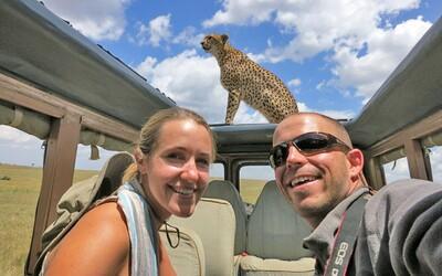 V roku 2011 sa zosobášili, podali výpovede a dodnes cestujú. Prešli už 50 krajín a ich medové týždne akoby nemali konca