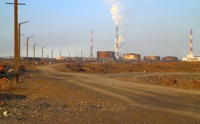 V ruském městě Norilsk uniklo do přírody dalších 45 tun paliva