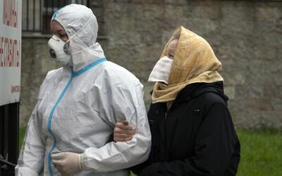 V Rusku přibývají tisíce nakažených denně. Mají hrozné nemocnice, někteří lékaři vyskočili nebo vypadli z okna