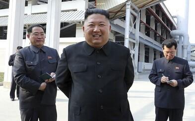 V Severní Koreji odstraňují sochy z hlavního náměstí. Spekuluje se, zda Kim Čong-un přeci jen nezemřel
