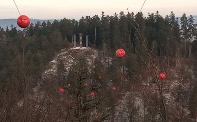V Slovenskom raji osadili signalizačné balóny na elektrickom vedení, ktoré pred štyrmi rokmi zapríčinilo smrť posádky vrtuľníka