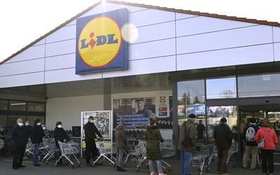 V slovenských Kauflandoch a Lidloch si seniori v čase od 13:00 do 14:30 môžu nakúpiť prednostne