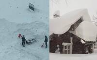 V sousedním Rakousku napadly 4 metry sněhu. Zasypal lanovku, ztrácejí se i auta