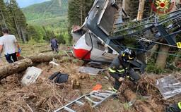 V Taliansku sa zrútila kabína lanovky, zahynulo 13 ľudí. Pravdepodobne sa pretrhlo lano