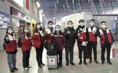 V Taliansku už pomáhajú zastaviť koronavírus aj čínski experti. Prileteli s ochranným odevom aj plazmou vyliečených pacientov