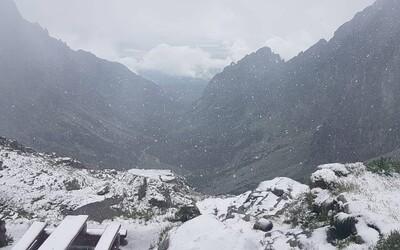 V Tatrách poriadne nasnežilo. Horská služba upozorňuje turistov