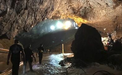 V tatranské jeskyni uvízli dva speleologové. Záchranáři se s nimi už den snaží navázat kontakt