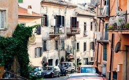 V tejto talianskej dedinke si môžeš kúpiť dom za 1 €. Nemali tam ani jeden prípad Covid-19 a na pláži si za 15 minút