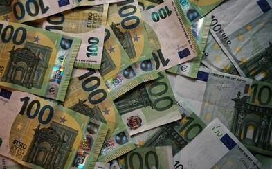 V Tomášove lietali peniaze. Niekto vyhodil do vzduchu bankomat