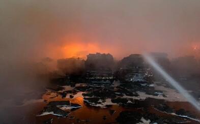 V Trnave horí sklad s nábytkom, zasahujú desiatky hasičov