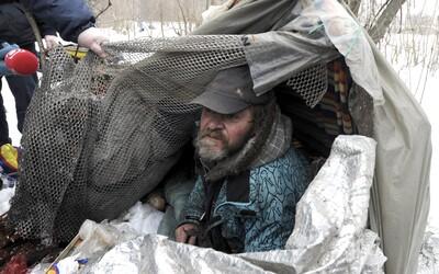 V Trnave si môžeš vyskúšať život bezdomovca. Čaká na teba spánok v kartóne a príbehy ľudí z ulice