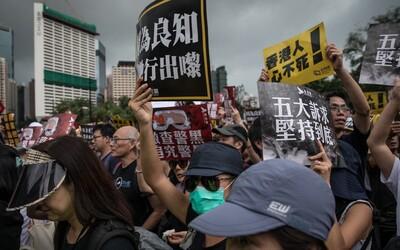 V ulicích Hongkongu demonstrovalo až 1,7 milionu lidí. Bojují za podporu demokracie