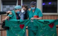 V USA již zemřelo více lidí než v Itálii. Čína zaznamenala nárůst infikovaných, souvisí s Ruskem