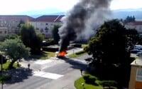 V zhorenom aute zostalo nahé telo muža. Poslanca zo Žiaru nad Hronom zabila explózia