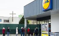 Väčšina Slovákov chce v nedeľu naďalej zatvorené obchody. Aké sú argumenty pre a proti?