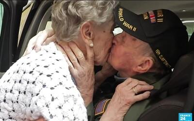 Válečný veterán se se svou milovanou setkal po 75 letech. Na dojemném setkání zavzpomínali i na druhou světovou