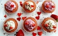 Valentínske fit cupcakes. Jeden má iba niečo málo cez 100 kalórií a slušných 8g bielkovín (Recept)