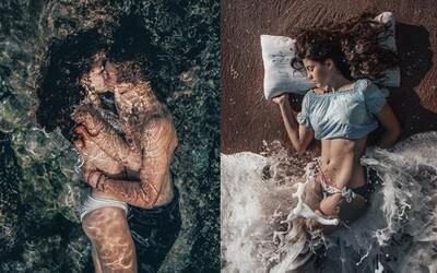 Vášeň a zamilované dvojice ve vodě představují dokonalou kombinaci. Španělský fotograf pořizuje unikátní záběry