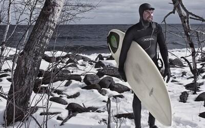 Vášnivých surferov neodrádza ani sneh a ľad