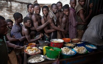Väzenie v hlavnom meste Kene patrí medzi najšpinavšie v Afrike. Pot a fekálie sú tu cítiť na každom rohu