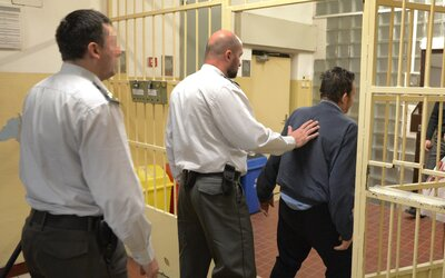 Väzňovi chcel dozorca Martin prepašovať kokaín za 7 000 €. Súd mu už vymeral jeho trest