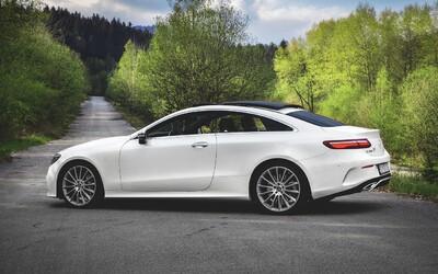 """Vďaka špičkovému E 400 kupé za takmer 100-tisíc € vám ukážeme, ako skutočne vyzerá auto """"v plnke"""""""