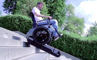 Vďaka tejto pomôcke zvládnu vozíčkari schody ľahko a bez problémov